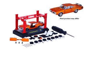 1970 Dodge Super Bee 383 + Elevador 1/64 M2 Machines 37000 Release 8 Model-Kit M2M37000-08H