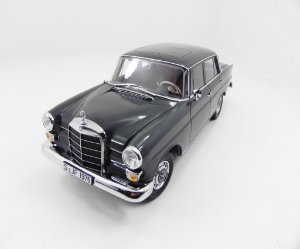 1966 Mercedes-Benz 200 Sedan 1/18 Norev 183570