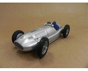 1939 MERCEDES-BENZ W165 1/18 CMC M-018
