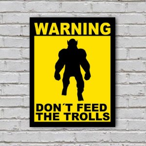 Placa de Parede Decorativa: Don't Feed the Trolls