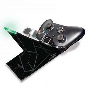 Carregador Hyperkin para 2 Controles Charging Station + 2 Baterias Recarregáveis - Xbox One