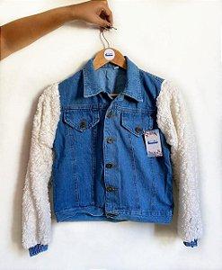 Jaqueta Jeans com manga de Pelúcia