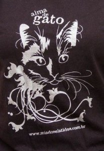 Camiseta Alma de Gato - Feminina Preta com estampa Prata