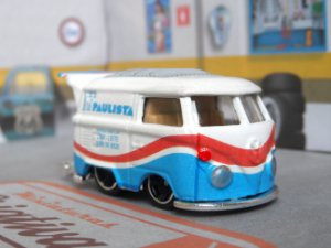 Miniatura Hot Wheels Kool Kombi Customizada Leite Paulista