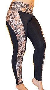 Calça Legging Estampa de Onça Modelo Montaria