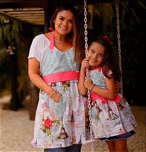 Avental Juliette Tal Mãe Tal Filha Tour Eiffel Rosa e Azul