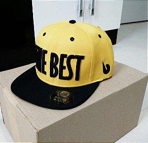 Boné The Best amarelo com nome preto, aba preta.