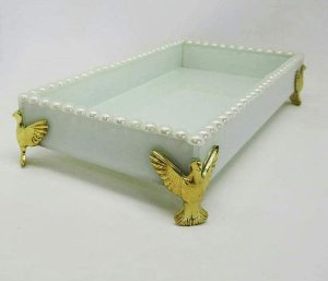 Bandeja de vidro branca com pérolas e pássaro dourado