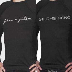 Kit 1 Rash Guard Signature + 1 Brand Preta ML Camiseta Lycra StormStrong