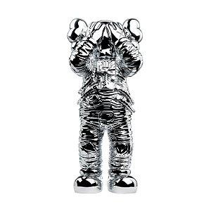 "KAWS - Boneco Holiday Space Figure ""Prata"" -NOVO-"