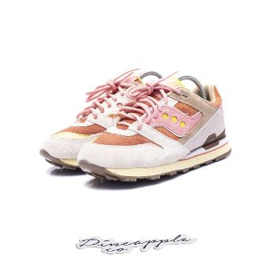 "Saucony Courageous x Feature ""Bacon and Eggs"""