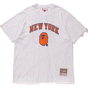 "BAPE x MITCHELL & NESS - Camiseta Knicks ""Branco"" -NOVO-"