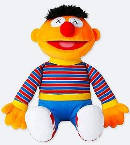 ENCOMENDA - UNIQLO x KAWS x Sesame Street - Pelúcia Ernie