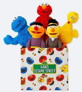 ENCOMENDA - UNIQLO x KAWS x Sesame Street - Pelúcia Complet Box