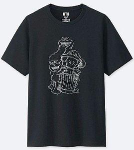ENCOMENDA - UNIQLO x KAWS x Sesame Street - Camiseta Trash