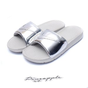 "Nike - Chinelo Benassi Solarsoft ""Liquid Metal"""