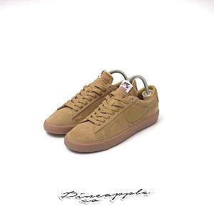 "Nike SB Blazer Low GT x Supreme ""Golden Beige"""