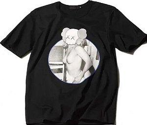 """ORIGINAL FAKE - Camiseta Kaws Girl Circle """"Black"""""""