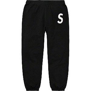 """SUPREME - Calça de Moletom S Logo Sweatpant """"Black"""""""