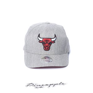 "MITCHELL & NESS - Boné Chicago Bulls NBA Team Flexfit ""Grey/Red"""