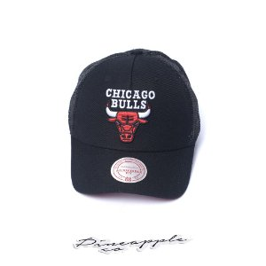 "MITCHELL & NESS - Boné Sport Logo Trucker Snapback NBA Chicago Bulls ""Preto/Vermelho"" -NOVO-"
