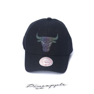 "MITCHELL & NESS - Boné Oil Slicks NBA Chicago Bulls ""Preto"" -NOVO-"