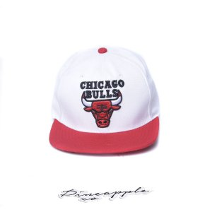 "MITCHELL & NESS - Boné Chicago Bulls ""White/Red"""