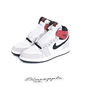 "NIKE - Air Jordan 1 Retro ""Light Smoke Grey"" (Infantil) -NOVO-"