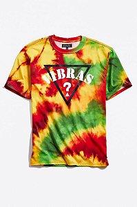 """GUESS x J.BALVIN - Camiseta Vibras """"Tie Dye"""" -NOVO-"""