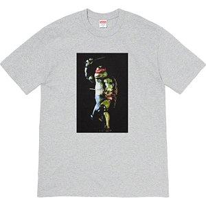 "ENCOMENDA - SUPREME - Camiseta Raphael ""Cinza"" -NOVO-"