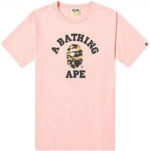 """BAPE - Camiseta 1st Camo College """"Rosa/Amarelo"""" -NOVO-"""