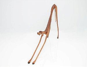 Escultura de madeira Cão se espreguiçando - Marcos Paulo Lau da costa