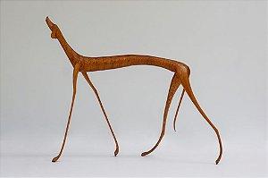 Escultura de madeira Cão andando - Marcos Paulo Lau da costa
