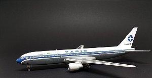 Miniatura Avião Phoenix 1:400 Varig Boeing 767-300
