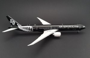 Miniatura Avião Phoenix 1:400 Air New Zealand Boeing 777-300ER