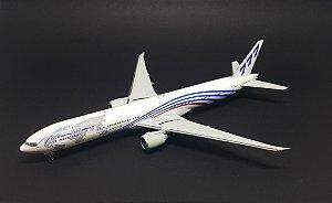 Miniatura Avião Phoenix 1:400 Boeing 777-300ER World Tour