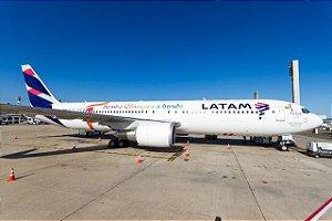 Miniatura Phoenix Model 1:400 LATAM Boeing 767-300ER Sonho Olímpico a Bordo