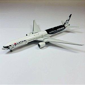 "ENCOMENDA - Phoenix 1:400 LATAM Boeing 777-300er ""Star Wars"""
