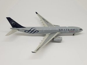 "Phoenix 1:400 China Eastern Airbus A330-200 ""Skyteam"""