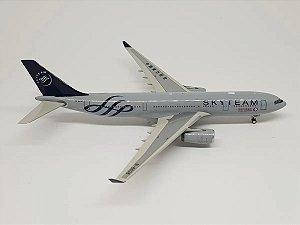"Phoenix 1:400 China Eastern Airbus A330-200 ""Skyteam"""