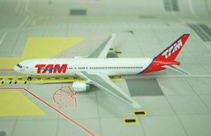 Phoenix 1:400 TAM Boeing 767-300