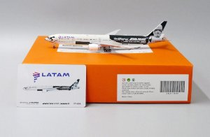 "PRÉ- VENDA JC Wings 1:400 LATAM Boeing 777-300ER ""Star Wars"""