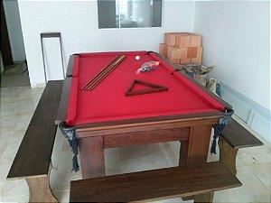 Mesa de bilhar com bancos e tampão