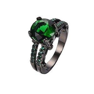 Anel Preto Solitario Ouro Negro com Topazio Esmeralda Cravejado de Zirconias Verdes Coleção Joias da Princesa