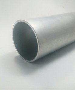 "Tubo redondo de aluminio 3"" X 1/8"" (7,62cm X 3,17mm)"