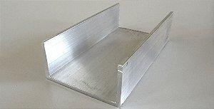 Perfil U de aluminio com abas desiguais 1 x 2 x 1 x 3,17mm