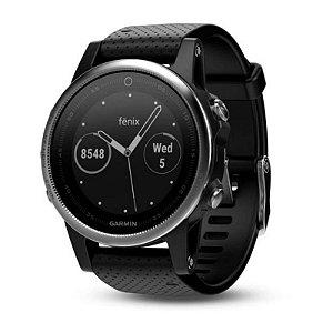 Relógio Multiesportivo Garmin Fenix 5S Plus Prata com Monitor Cardíaco e Pay no Pulso