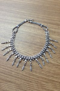 Colar White Metal Penas - Prata