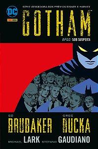 Gotham DPGC - Sob Suspeita - Volume 3 [Hardcover] [Feb 13, 2017] Ed Brubaker