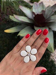 Anel Dourado Flor Branca Esmaltado